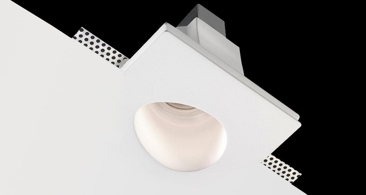 EGGY | 135 mm squared recessed lighting with egg-shaped light emission hole, rearward light source and 40° inclined light beam