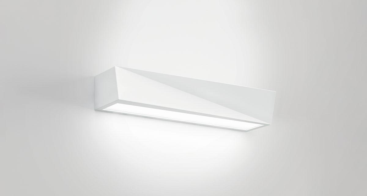 YANG | 500 mm bi-emission luminaire installable on walls with a multifaceted form